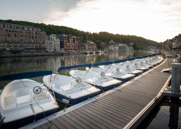 In Dinant, geniet van elkaar tijdens een cruise op de Maas.