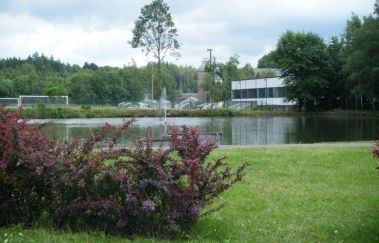 <i>Plan d'Eau</i> in Libramont-Piscine plein air tot Provincie Luxemburg
