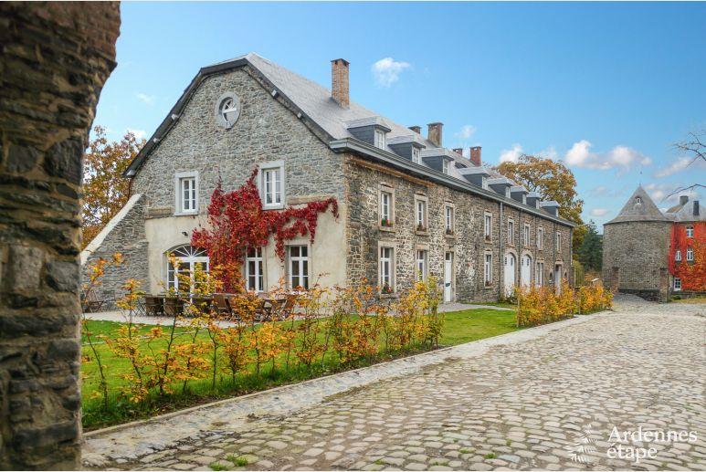 Bijgebouw Van Kasteel Voor Luxueuze Groepsvakantie Te Huur In Bastenaken