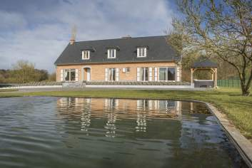 Luxueuze 4,5-sterren villa met vijver voor een vakantie in Doische