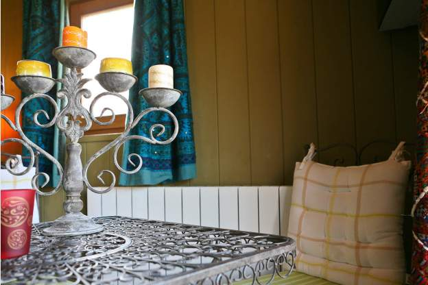 Eetkamer Uniek : Unieke 3-sterren woonwagen in Erezée, ideaal voor ...