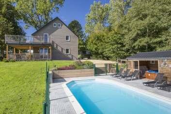 Vakantiehuis voor 9 personen met ontspanningsruimtes en zwembad in Gouvy