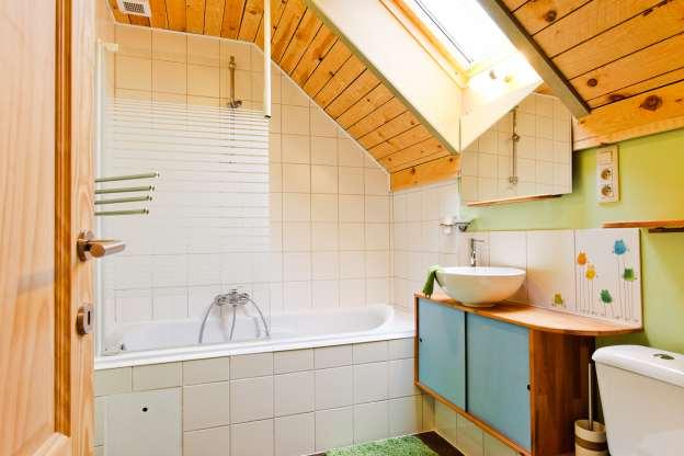 Leuk ruim en goed uitgerust vakantiehuis te huur voor 5 personen in hoei - Decoratie buitenzwembad ...