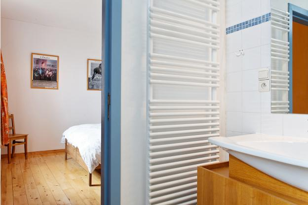 luxueus en ecologisch vakantiehuis met sauna voor 21 personen in hoei. Black Bedroom Furniture Sets. Home Design Ideas