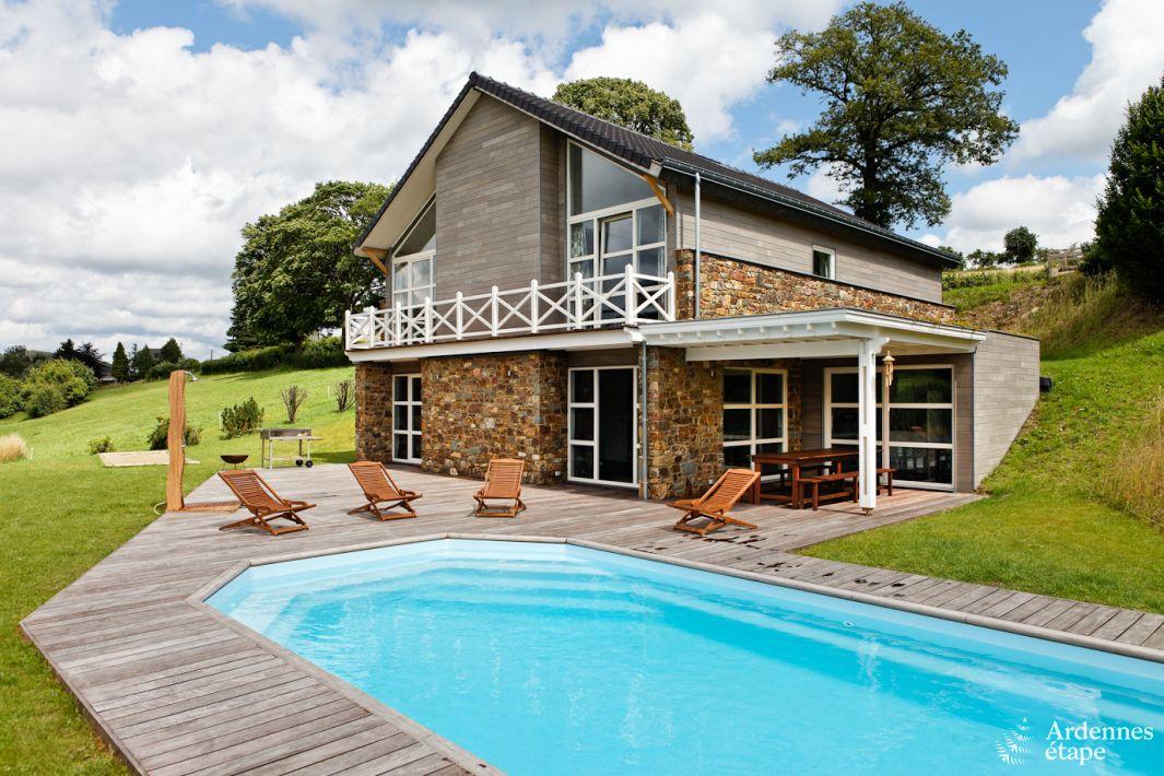 vakantiehuis met zwembad in de tuin voor 15 personen te huur in stoumont. Black Bedroom Furniture Sets. Home Design Ideas