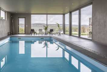 Geweldig vakantiehuis met binnenzwembad in Tenneville