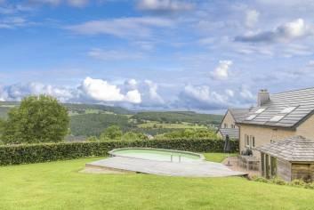 Zeer gunstig gelegen vakantiehuis met zwembad in de tuin in Trois-Ponts