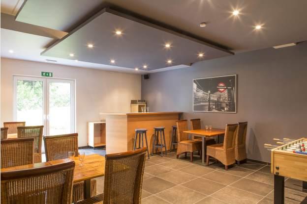 4 sterren vakantiehuis voor 14 personen met jacuzzi sauna in waimes. Black Bedroom Furniture Sets. Home Design Ideas
